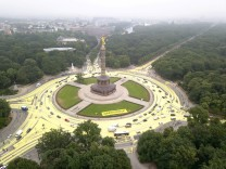 An aerial picture shows the roundabout Grosser Stern with its iconic victory column known as 'Goldelse' after it was painted yellow by Greenpeace activists in Berlin
