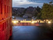 Gekärchertes Kunstwerk an der Unteren Brücke in Bamberg.