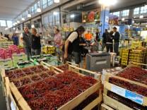 Obstgroßhändler in der Münchner Großmarkthalle, 2016