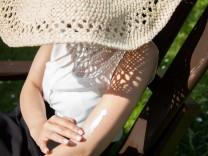 Welcher Faktor, wie viel, wie oft:So geht Sonnenschutz richtig