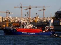 """Das Rettungsschiff """"Lifeline"""" im Hafen von Valetta"""