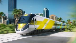 Ein Zug der neuen Brightline-Linie fährt durch Florida.