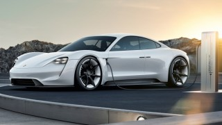 Porsche Taycan, das erste reine Elektroauto des Sportwagenherstellers aus Stuttgart-Zuffenhausen.