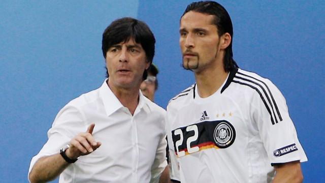 Bundestrainer Jogi Löw mit Kevin Kuranyi bei der Fußball-EM 2008