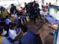 Thailand: Familienangehörige bangen um die Rettung der vermissten Kinder aus einer Höhle