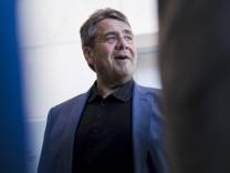 Sigmar Gabriel vor einer Fraktionssitzung der SPD in Berlin in Berlin 03 07 2018 Berlin Deutschlan