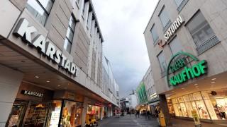 Ausverkauf der Warenhäuser - Kaufhof und Karstadt