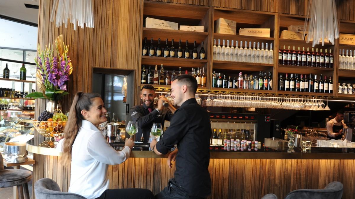 H\'ugo\'s Wein-Champagner-Bar - Frühstück an der Bar - München ...