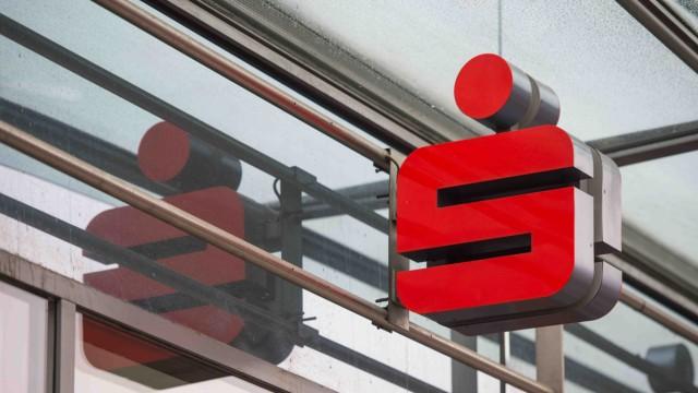 Sparkassen-Symbol an einer Filiale