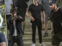 """Daniel Radcliffe bei den Dreharbeiten für seinen neuen Kinofilm """"Guns Akimbo"""""""