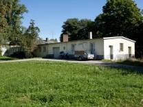 """Ehemalige Lagerbaracke in der Siedlung """"Ludwigsfeld"""" in München, 2012"""