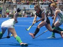 Lisa ALTENBURG GER mi in Aktion am Ball im Zweikampf Hockey DHB Damen Nationalmannschaft Dr