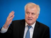 Bundesinnenminister Horst Seehofer (CSU) stellt 'Masterplan Migration' vor