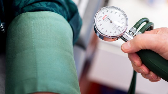 Blutdruck wird gemessen