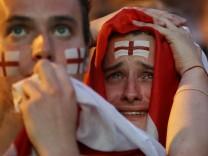 Englische Fußballfans beim WM-Halbfinale Kroatien gegen England