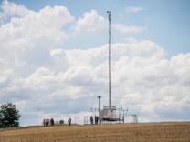 Aufstellung eines mobilen Telekom-Funkmastes