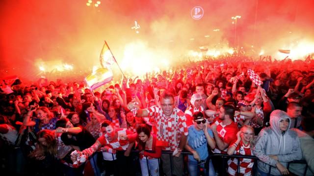Weihnachten In Kroatien.Kroatien Vor Dem Wm Finale Fans Feiern 2 Weihnachten Sport