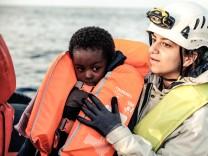 Unterwegs mit der Sea Watch 3 Fluechtlingsboot Flüchtlingsboot Fluechtlinge Flüchtlinge Locat