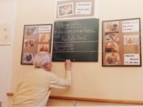Neubiberg, Haus für Weiterbildung, Ausstellung über Neubiberger Seniorenheim Wilhelm-Hoegner-Haus,