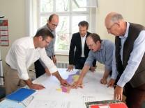 Die Starnberger Tunnelplaner bei der Arbeit; Im Staatlichen Bauamt Weilheim