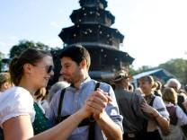 Kocherlball am Chinesischen Turm Englischer Garten