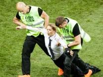 Fussball: FIFA Fussball WM 2018, Finale, Frankreich - Kroatien im Luschniki Stadion, Moskau; Wm Finale Pussy Riot