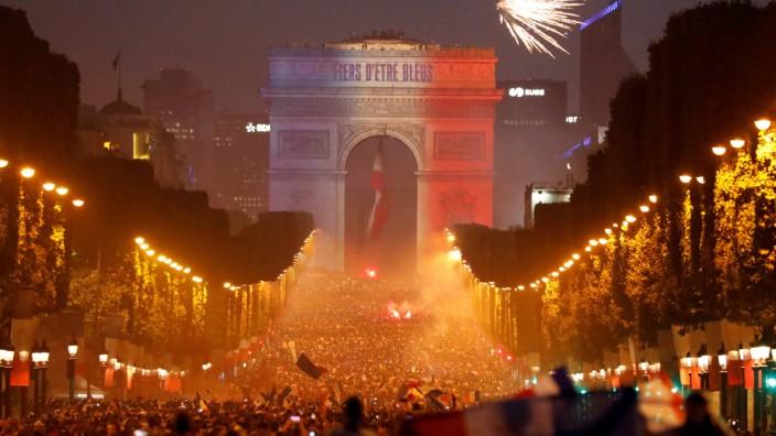 Soccer Football - World Cup - Final - France fans celebrate