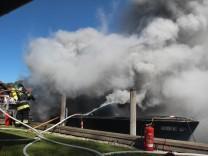 Elektroboots brennt vor Starnberg völlig aus. Foto: Römmler
