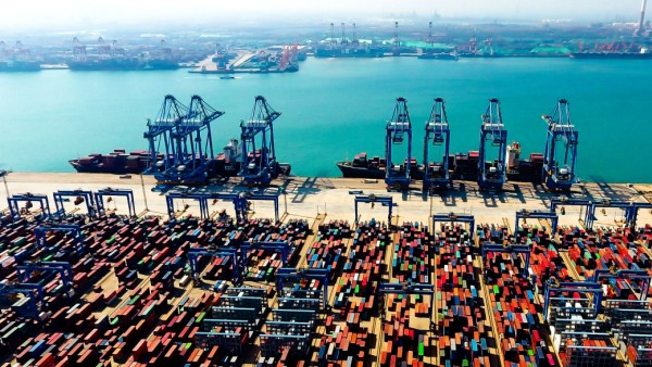 China: Containerhafen in Qingdao