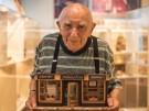 94-jährigerIsraelibautinMiniaturenseineKindheitnach (Vorschaubild)