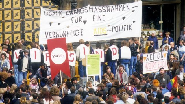 Demonstration gegen die umstrittenen Maßnahmen der bayrischen Staatsregierung zur Eindämmung der Vir