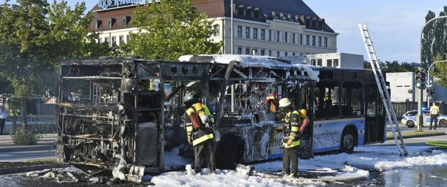 Abgebrannter Linienbus in München
