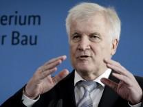 Horst Seehofer (CSU) bei einer Pressekonferenz