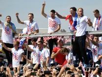 TOPSHOT-FBL-WC-2018-CRO; Kroatisches Team beim Feiern