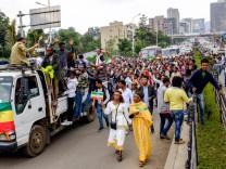 Äthiopien und Eritrea schließen Frieden: Menschen in Addis Abbeba
