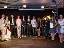 Bild von Verleihung (Foto von Steffen Leiprecht): Schüler der Klasse 9d des Franz-Marc-Gymnasiums; Landessieger des Bundeswettbewerbs Fremdsprachen bei der Preisverleihung in Dachau