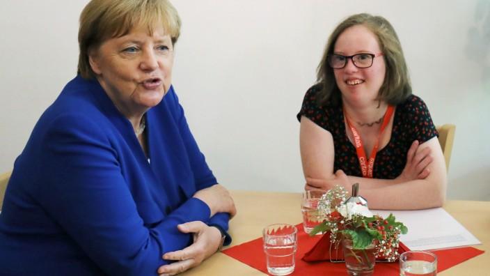 Merkel visits the Caritas Association in Cologne