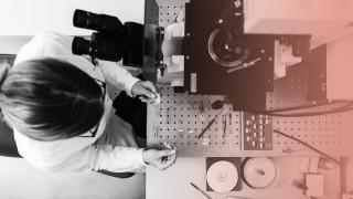 Laboratory technician working in modern lab model released Symbolfoto property released PUBLICATIONx