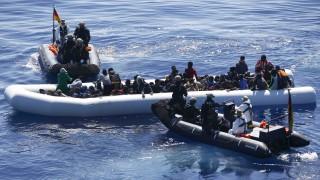 Deutsche Helfer retten Flüchtlinge im Mittelmeer