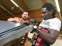 Flüchtling macht Schreiner-Ausbildung