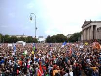 München: Demonstration #ausgehetzt auf dem Königsplatz