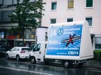 22 07 2018 öAusgehetzt~ Demonstration in München LKW der CSU gegen Demosntration Mehr als 180