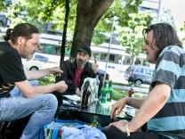 Streetworker/Obdachlose an der Kreuzung Pilgersheimer Straße/Kupferhammerstraße unter der Eisenbahnbrücke