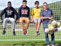 kickende Flüchtlingskinder in Niederwörresbach