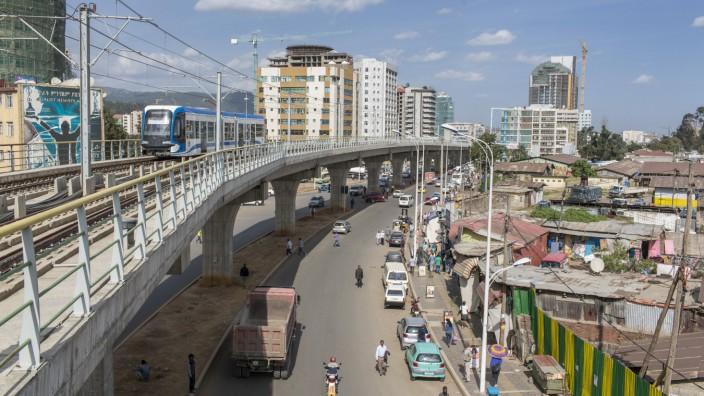 Stadtverkehr in Addis Abeba Aethiopien 12 10 2015 available Addis Abeba Aethiopien PUBLICATI