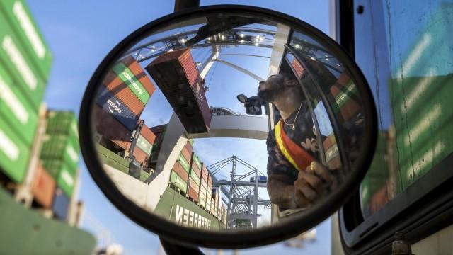 USA - Containerumschlag im Hafen von Savannah