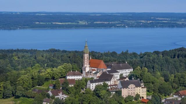 Deutschland Bayern Oberbayern Kloster Andechs im Fünf Seen Land Andechs Monastery Bavaria Germa