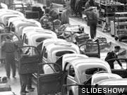 Produktion des VW Käfers in den 50er Jahren, Foto: AP