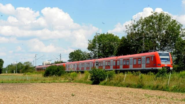 S-Bahn bei Unterschleißheim, 2018