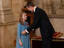 Leonor mit ihrem Vater König Felipe - bei der Verleihung des Ordens vom Goldenen Vlies.